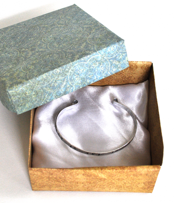 handmade personalized cuff bracelet packaging