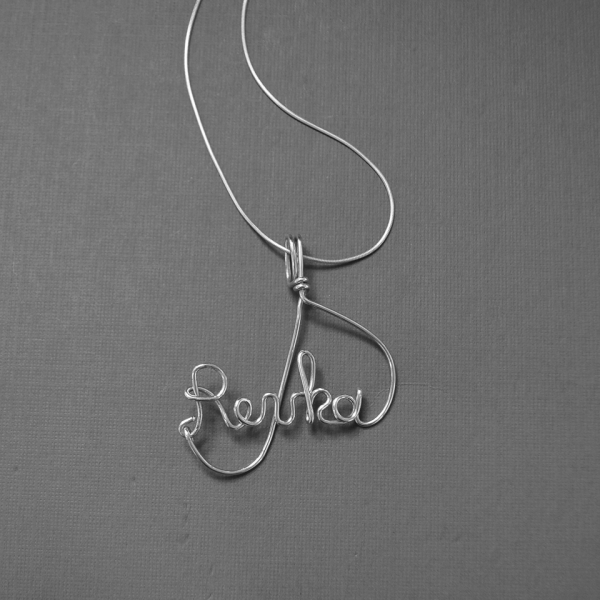 wire writing name necklace detail
