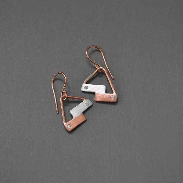 Close in Heart horizontal bars earrings