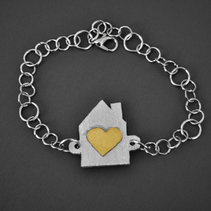 Bracelet capturing the idea that a mother's love makes a house a home